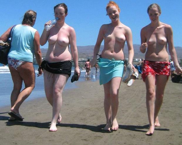 nackte Frauen am Meer